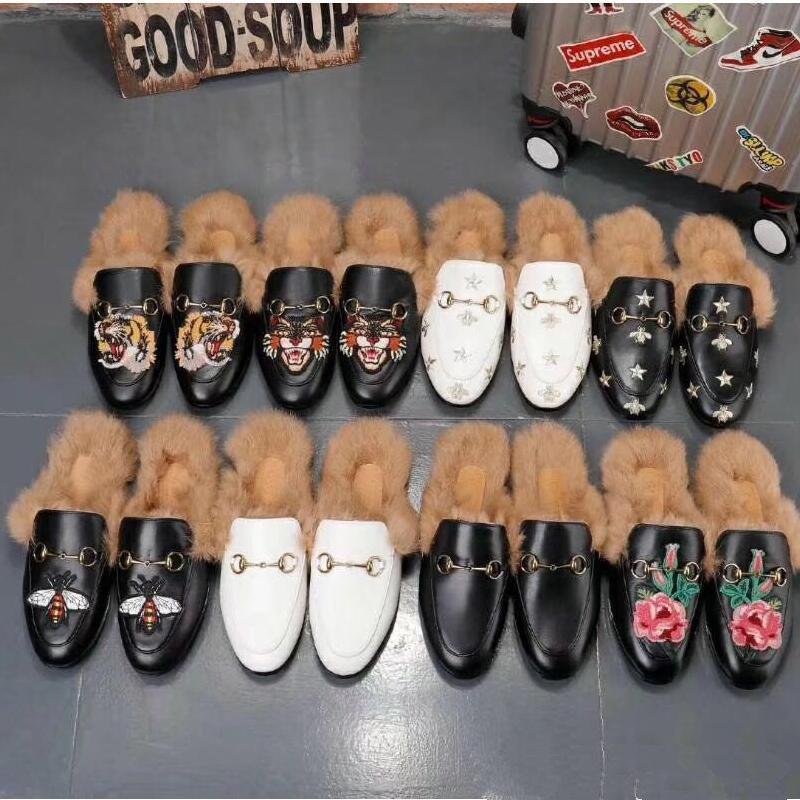 Designer de verão 2019 novas sandálias de couro de metal fivela chinelos baixos com metade chinelos tamanho grande homens mulheres sapatos de champanhe US5-US11 Preto