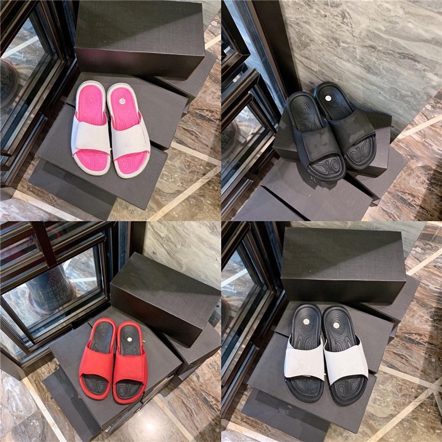 Mulher Chinelos baixo couro All-clara correspondência Heels Shoes preto para Mulheres 2020 Mulheres Wedge de salto baixo bege Venda Verão # 388