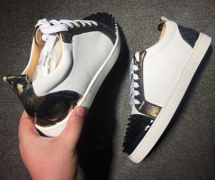 Hot Sale-2019 diseñador de la marca de lujo para hombre zapatos rojos inferiores tachas picos Low Flats zapatillas de deporte casuales para hombre vestido de fiesta de boda de cuero w026