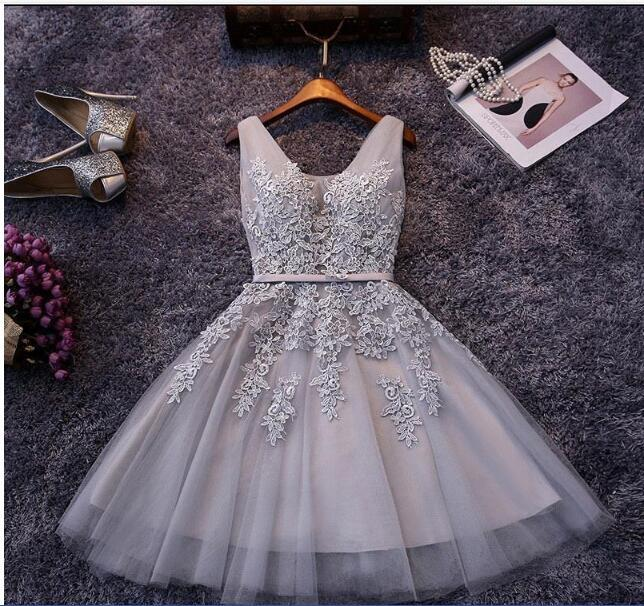 Cheap Short Cocktail Dresses Red Gray Blue Homecoming Dresses A Line V Neck Tulle Appliques Beaded Prom Gowns with Lace-up Back