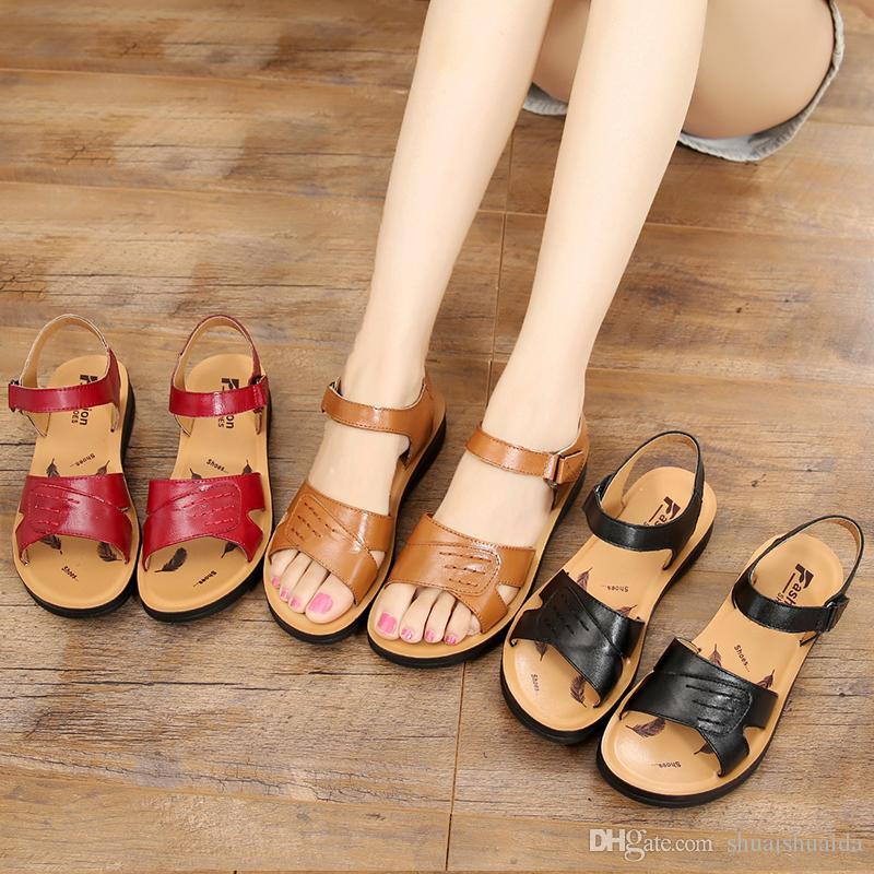 Siyah Kaymaz kauçuk taban Kadınlar ayakkabıları Çalışır Bayan moda rahat ayakkabılar Yaz Sandalet Terlik Plaj ayakkabı / ev Düz Topuk Platformlar T8108