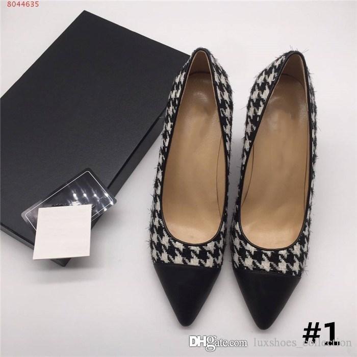 الأحذية الكلاسيكية سلسلة كعب واحدة، والأحذية ذات الكعب إسفين منقوش أشار والكعب العالي، المتسكعون دون الأشرطة كعب الارتفاع 8 سم مطابقة التعبئة