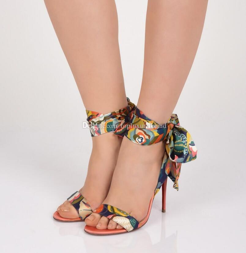 Vestido de boda para mujer Tacones altos Tacones Red Bottom Mujer Sandalias, Lujo Nombre Diseño Zapatos de suelos rojos Sandale du Desierto Impreso CREPE SATIN