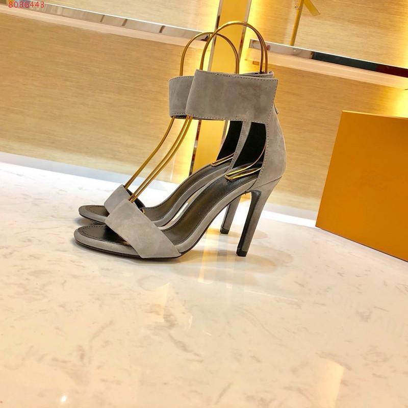 2019 Mais recente sandálias mulheres viagem de verão de grife socialite Heel plana chinelos sapatos de viagem de metal decoração de praia alta da senhora qulity