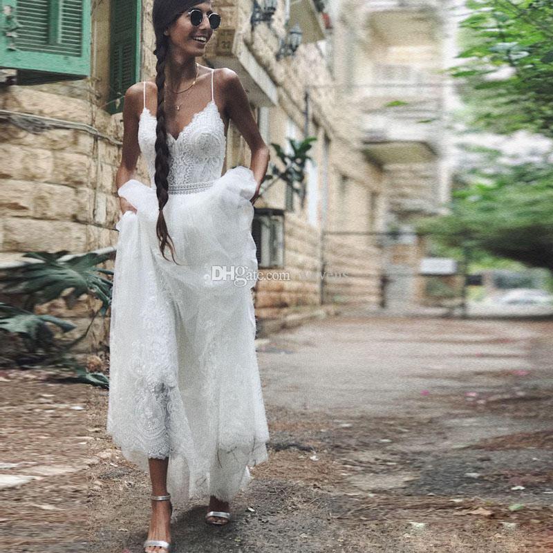 2019 핫 세일 비치 웨딩 드레스 스파게티 스트랩 레이스 복장 Backless Country Bridal Dress 보헤미안 라인 여름 웨딩 드레스