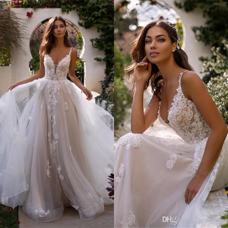 2020 Spaghetti Vintage Lace A Vestidos Linha do casamento Tulle Applique RufflesCourt Train Jardim casamento vestidos de noiva BM1639