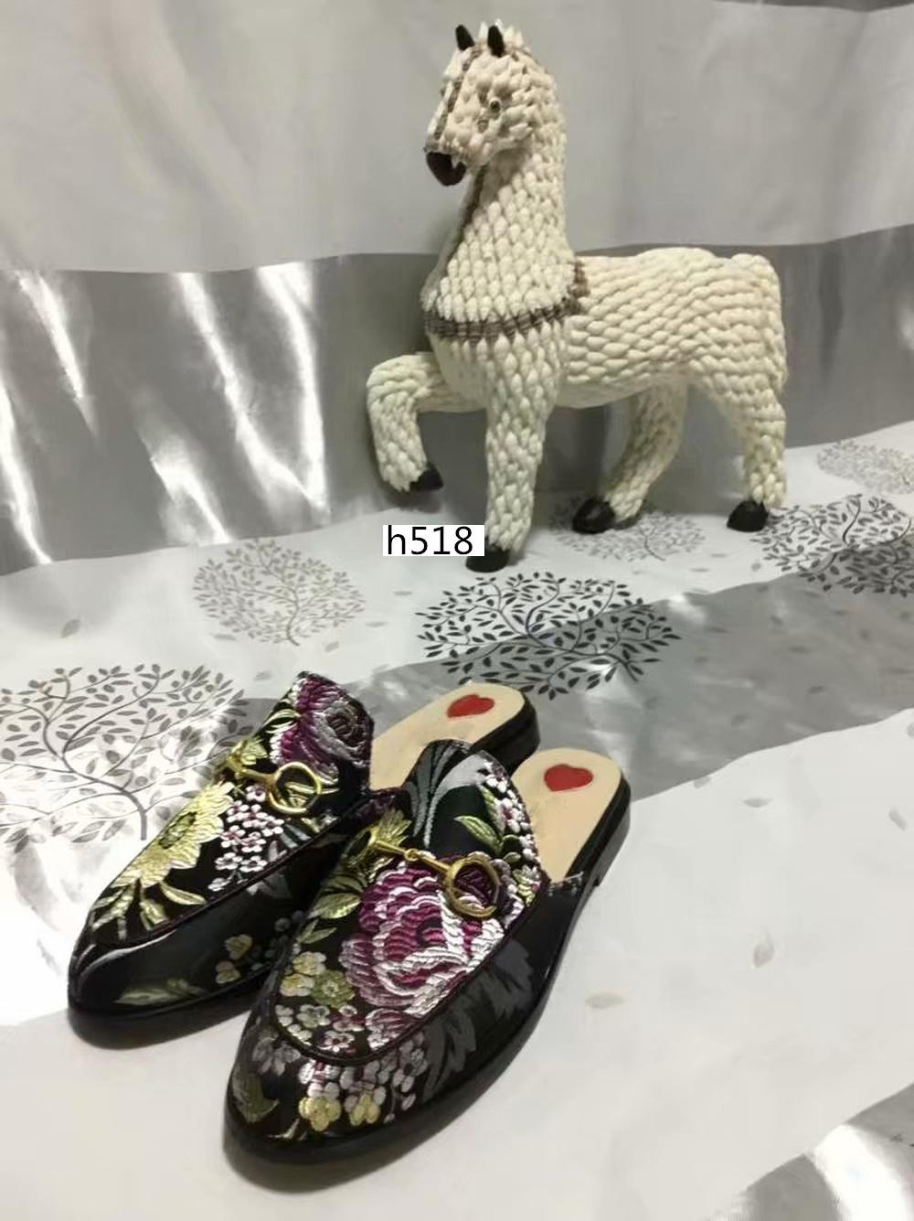 Großhandel Luxus 423513 Prince Designer Klassische rutschig Metallschnalle Strand Pantoffeln weich Faule shoesLovers Pantoffeln Größe 40