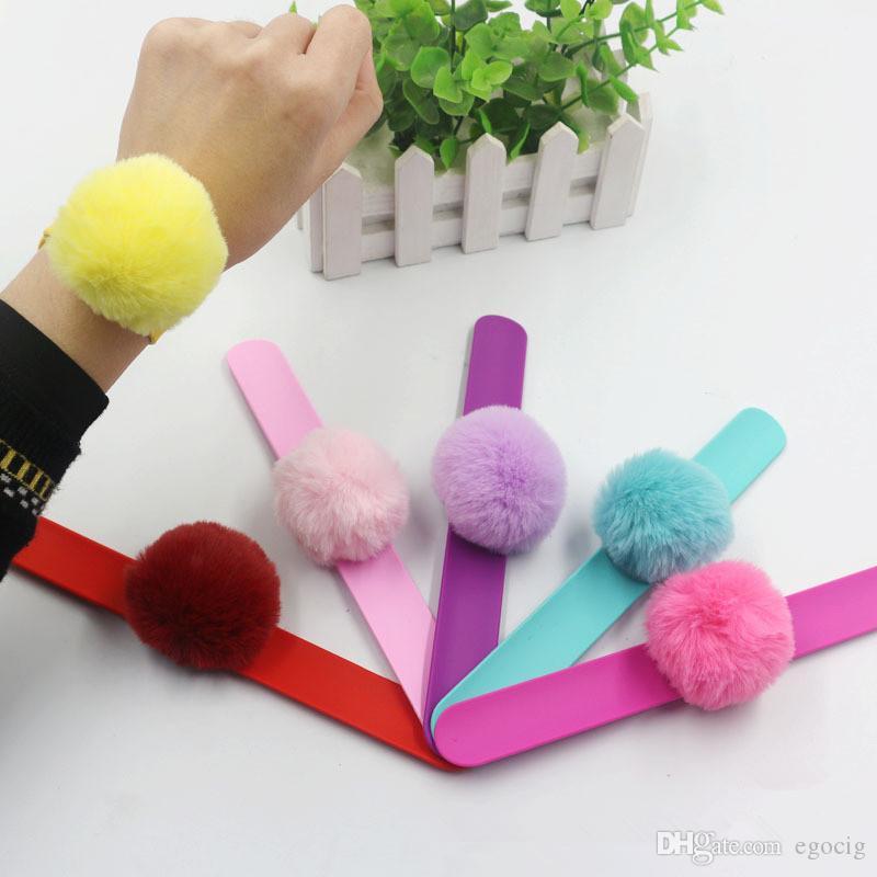 Katı Renkler Bilezik oyuncaklar parti performans Konseri gösterisi tezahürat sevimli pompons 6 Renkler Silikon Clap Bileklik şirin çocukları Ponponlu