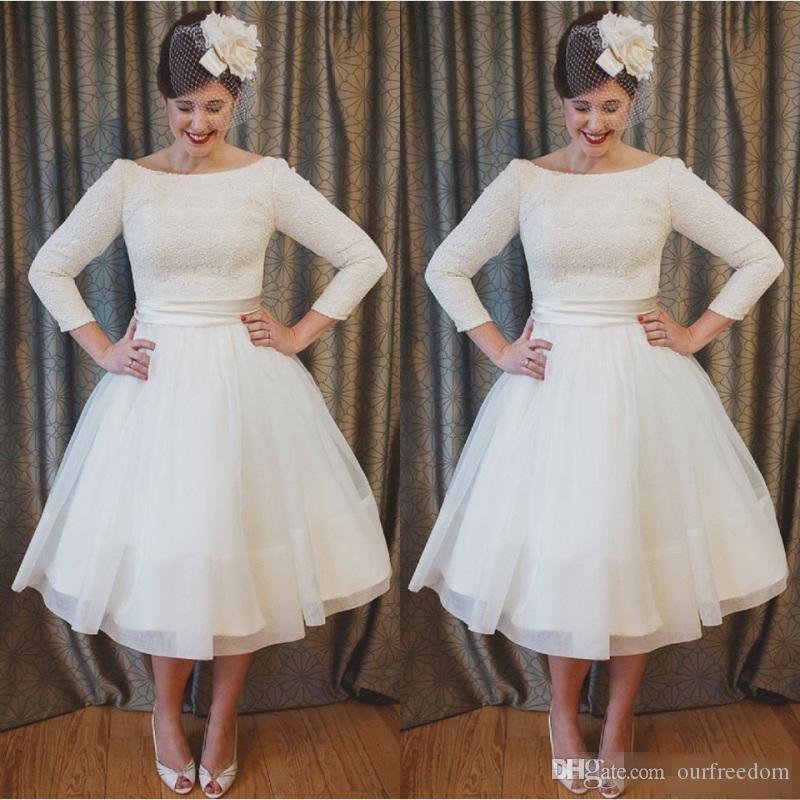 Más el tamaño de vestidos de novia cortos Estilo vintage Escote redondo Una línea 3/4 Largo manga del té Vestidos de novia de encaje Vestidos De Noiva