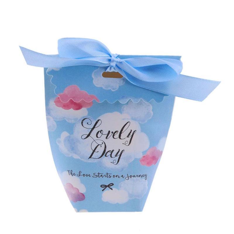 50pcs / Set romantico matrimonio scavato caramella della carta regalo di nozze Box stampato Kraft Gift Bag rifornimenti di favori dei regali del partito