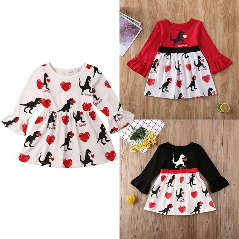 2020 Girls Day Baby Valentine Love Princess Dress enfants Flare manches Love Heart Dinosaur Robes Boutique Mode Vêtements pour enfants M1033