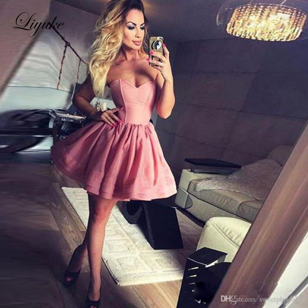 Liyuke Lovely Sweetheart A Line Homecoming Dress Sleeveless Backless Prom Gown Ruffles Short Cocktail Graduation Party Dresses