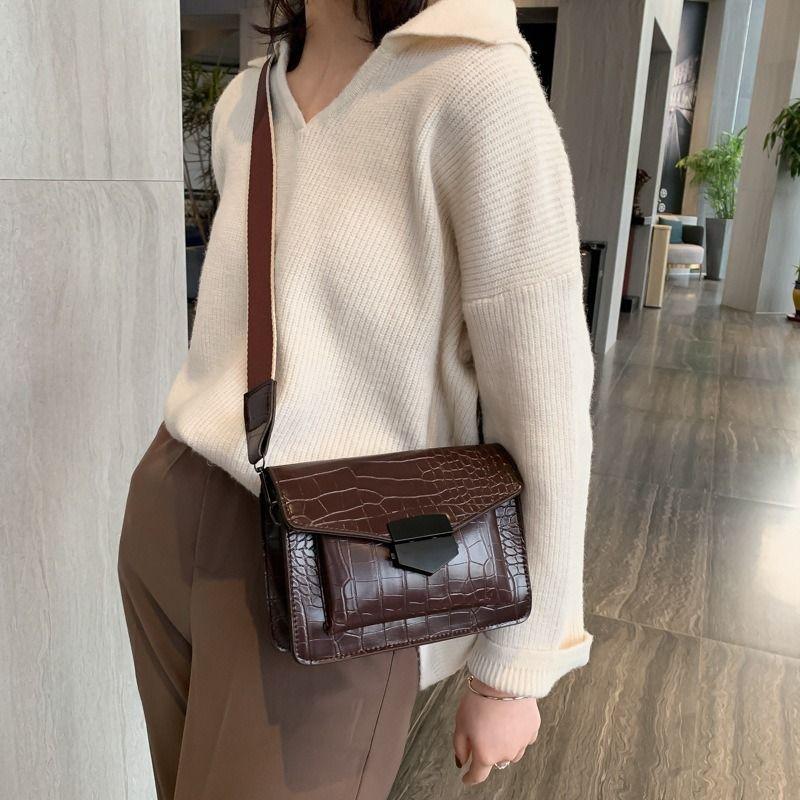Neue Damen retro kleine quadratische Tasche Mode Umschlagbeutel wilde breite Schulterriemen Schulter diagonalen