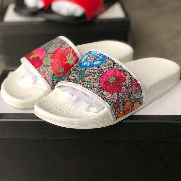Top Designer Slipper Uomini Donne scorrere floreale Rubber Sandals nuova estate di modo ampio appartamento Slippery sandali Lancia Equipaggiamento inferiore Flops Scarpe casual