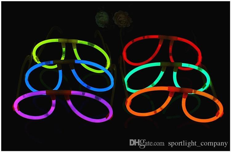 Glow Sticks Illuminating Glasses Concert Ball Natale Halloween Light Up Tube Tube Tifo luminoso Puntelli Festival decorativo Glow Stick