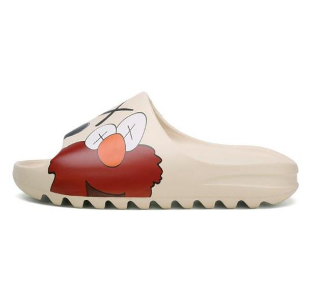 2020 Kaws Slipper Uomini Donne diapositive scarpe Bone Terra Brown Deserto Sand Slide resina progettista sandali Schiuma Runner SESAME STREET
