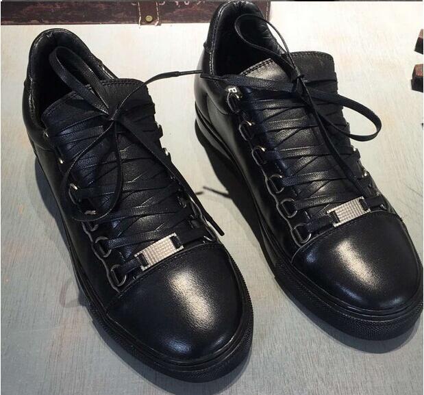 2019 Nuevo nombre del diseñador de la marca Man Zapatos ocasionales planos Kanye West Moda arrugados de cuero con cordones 012Low Cut Formadores fugitivo Arena Zapatos