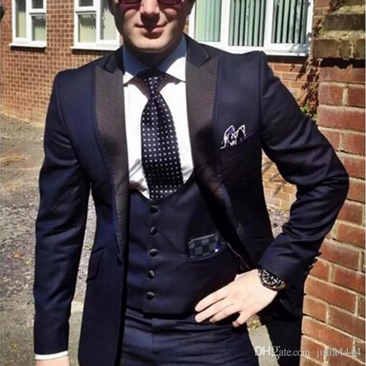Los esmoquin azul marino del novio para el desgaste de la boda 2019 solapa enarbolada un botón por encargo los hombres de negocios se adaptan a la chaqueta + el chaleco + los pantalones