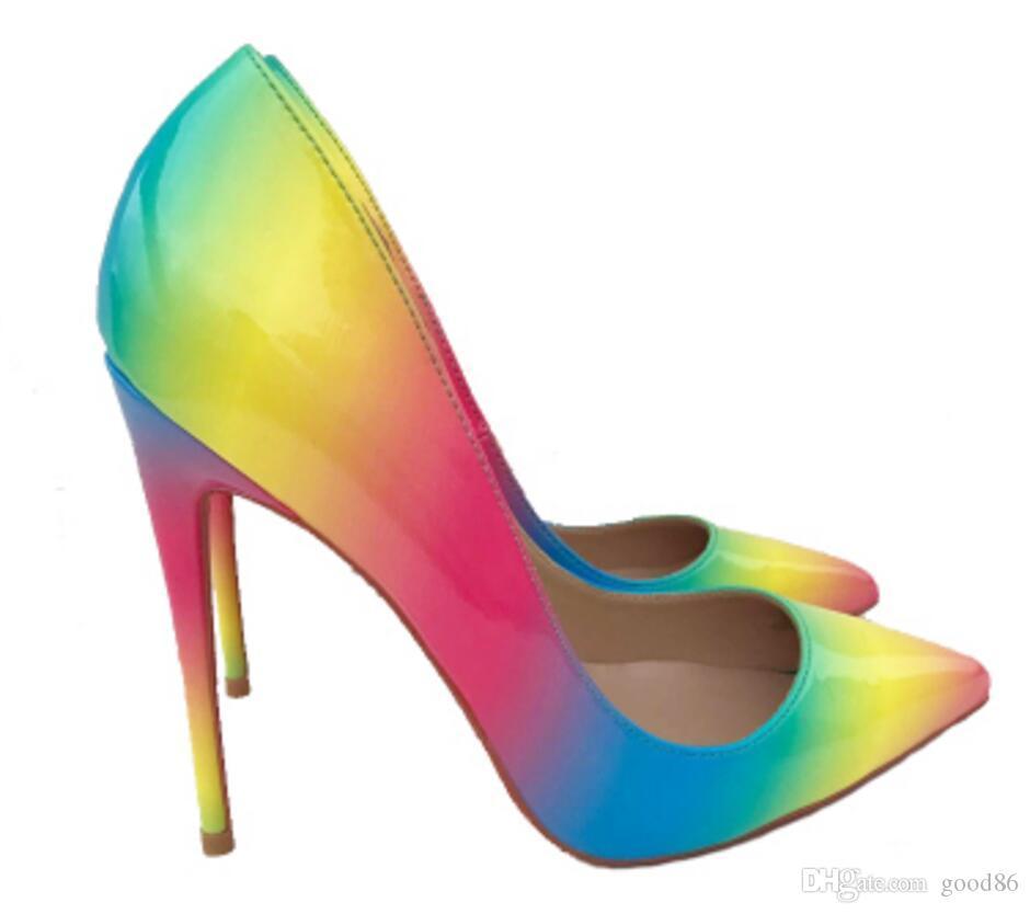 Sapatos de salto alto feminino Novo arco-íris de saltoico fino que combinam sexy Única sapatos Nightclub pontas dedos de dedos vermelhos sola 8cm 12cm 10cm grandes bombas de tamanho
