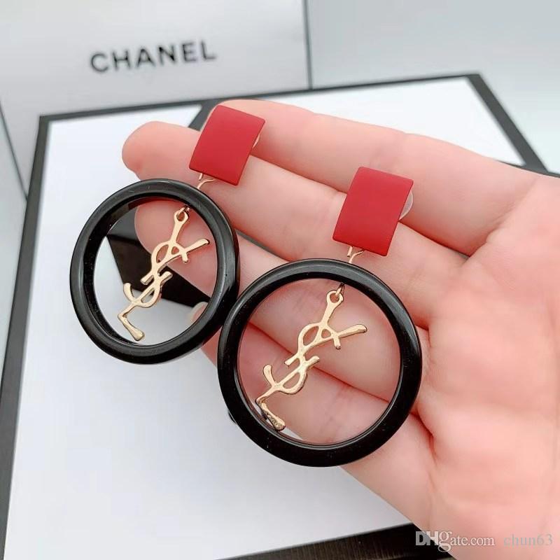 2019 Nuevo diseñador de la marca Pendientes de botón Cartas Pendiente de oreja Pendiente Accesorios de joyería para mujeres Regalo de boda Envío gratis