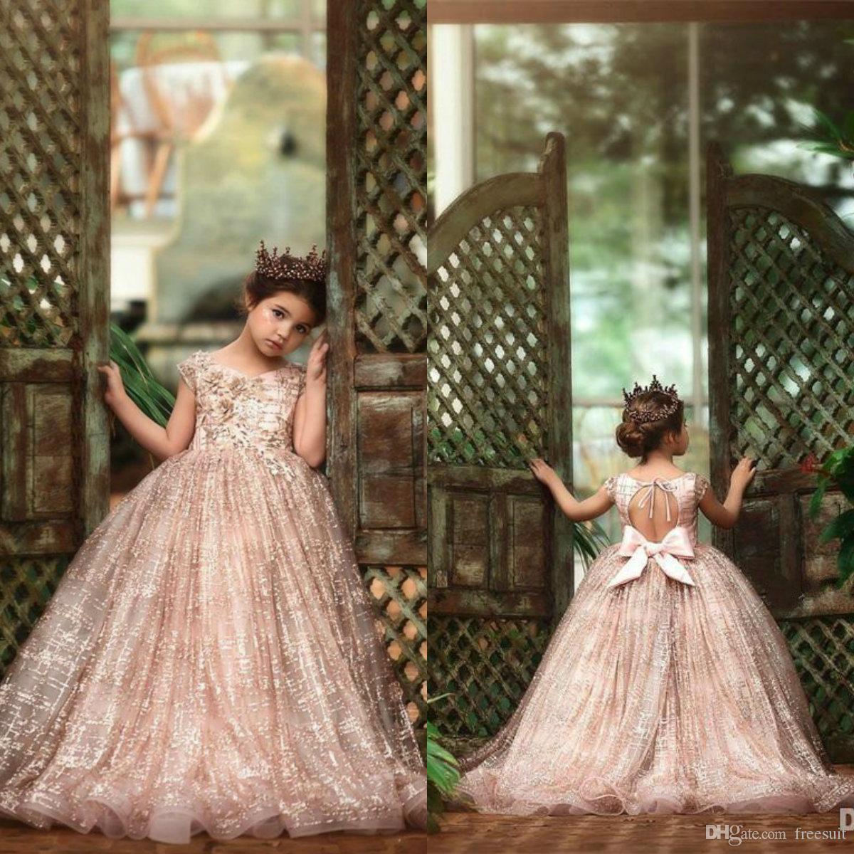 2020 Glitter Ball Gown Flower Girl Dresses V Neck Short Sleeve Sequins Appliqued Lack Girl Pageant Dresses Custom Made Christening Gowns