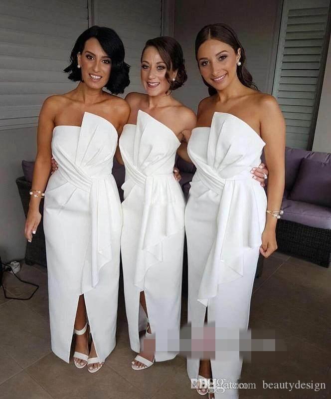 Robes de demoiselle d'honneur blanches de conception simple avant divisées longues sans bretelles Plis-parole-sol honorer l'honneur des robes de bonne robes de soirée robes