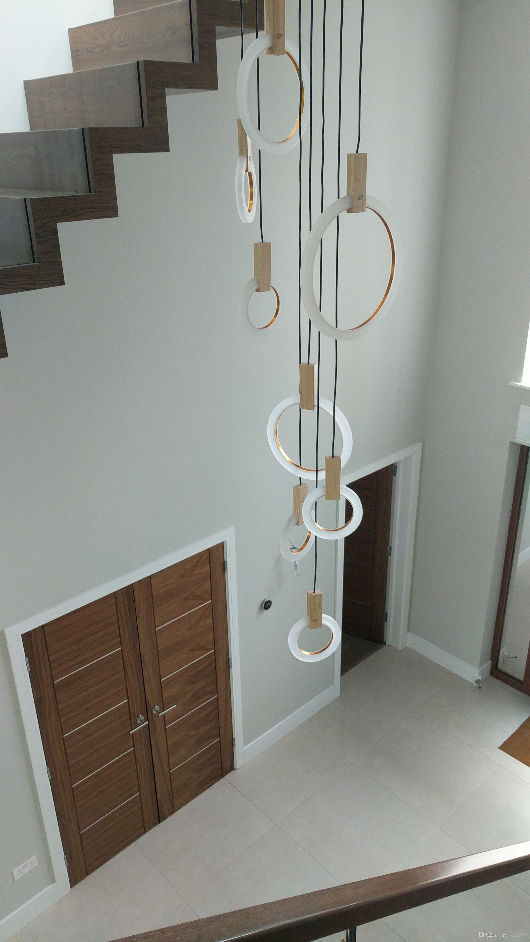 İskandinav salon tavan kolye aydınlatma Modern LED merdiven avize yatak odası Akrilik fikstürler Ahşap asılı ışıklar yüzük lambalar