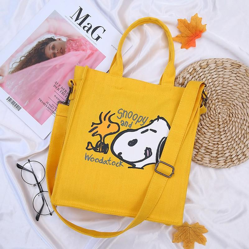 Factory wholesale 2019 new Snoopy Kaws canvas handbag ins with the same paragraph Harajuku wind Messenger bag handbag