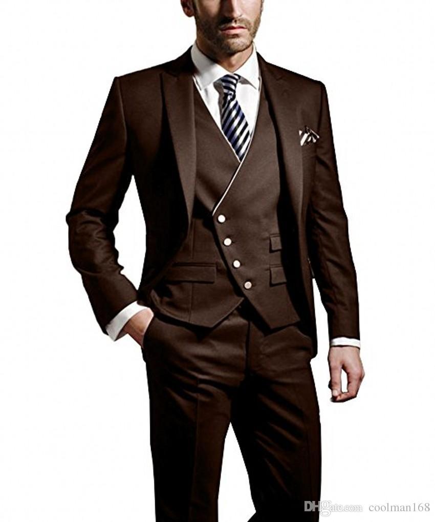 Moda Chocolate Novio Esmoquin Peak Lapel Padrinos de boda de los hombres vestido de boda Popular hombre chaqueta Blazer 3 piezas traje (chaqueta + pantalones + chaleco + corbata) 982