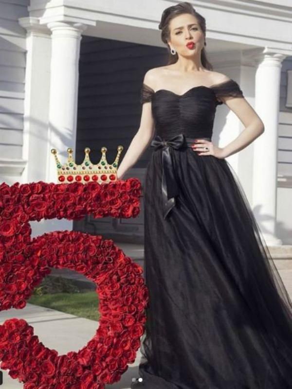 Hermoso hombro Negro de una línea de vestido de noche de cuerpo entero elegante del partido de baile vestido de tul con lazo más el tamaño de las mujeres del vestido del desfile