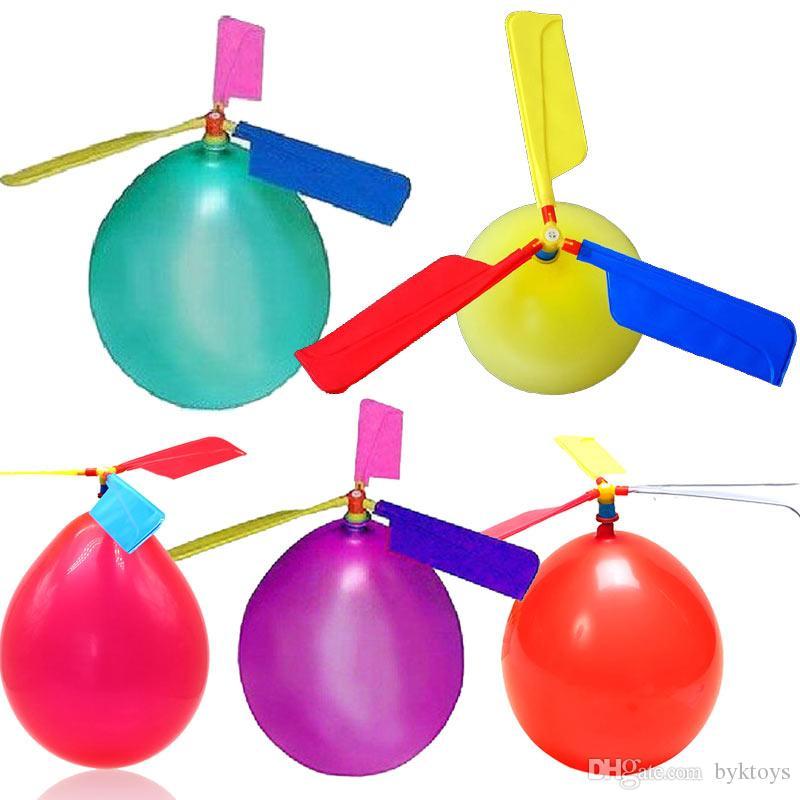 طائرات الهليكوبتر تحلق 100pcs التي بالون DIY بالون طائرة لعبة للأطفال في الهواء الطلق اللعب لعبة الإبداعية الذاتي مجتمعة مروحية بالون