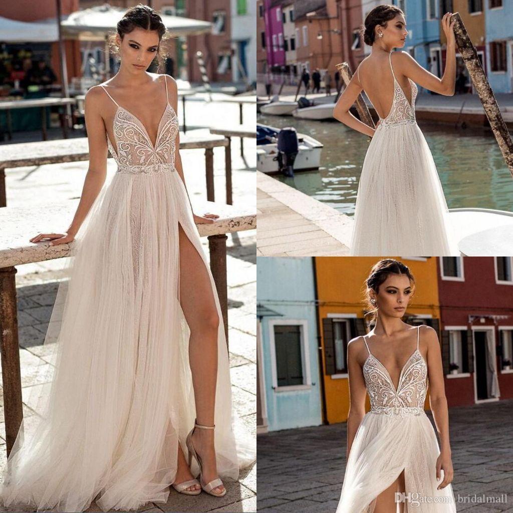 الجانب المثير من حفل زفاف الشاطئ في عام 2020 يرتدي ملابس أوهام سباغيتي بوهو على خط الزفاف يرتدي اللؤلؤ