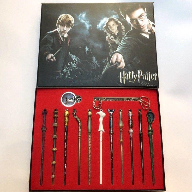 Новый 11PCS / Set Гарри Волдеморт Magic Wand Set Крисс Дети Подарочные игрушки Halloween Cosplay Sirius Magic Wand Подарочная коробка Упаковка