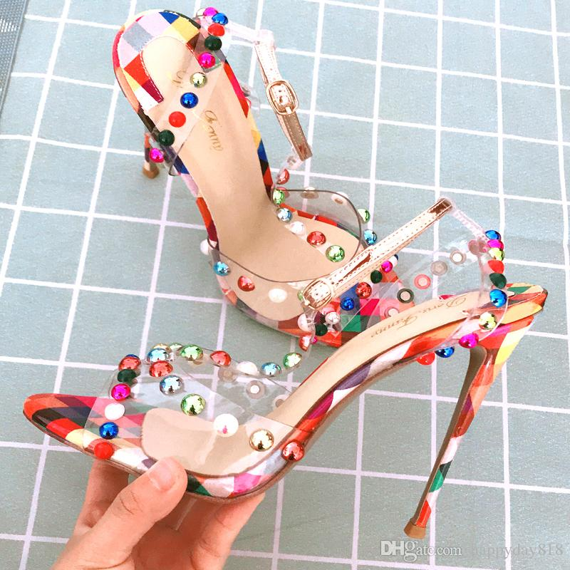 Livraison gratuite Mode femmes Pompes cuir mat couleur multi pointes cloutés cheville chaussures sandales à lanières minces talons