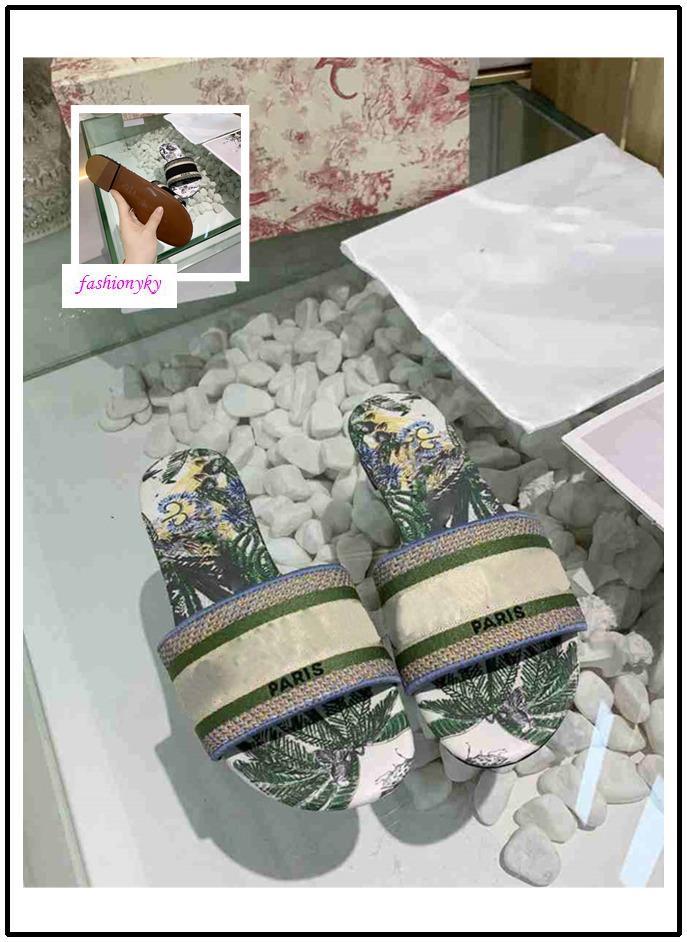 Hochwertige NEUE Dazzle Blumen Frauen Designer Hausschuhe mit flachem Boden Stickerei Sandale Blumenbrokat Slipper Strand Causal Sandalen
