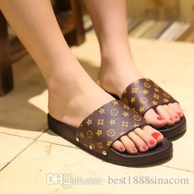 Nuevas zapatillas de mujer de verano de moda de diseño famoso interior zapatillas al aire libre mujer gruesa inferior antideslizante diapositivas chanclas de playa