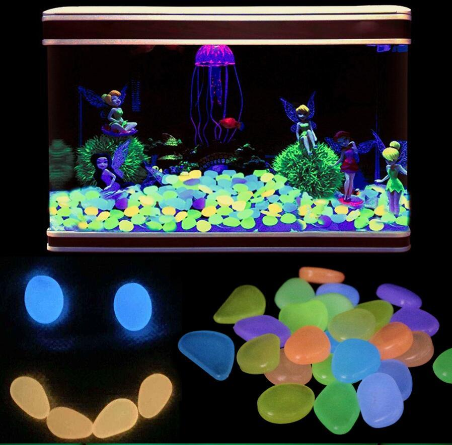 100pcs / lot fluorescente pescado Stone Garden Decor Stones luminosos brillan en la oscuridad de piedras decorativo exterior del tanque decoración Pebble Rocas acuario