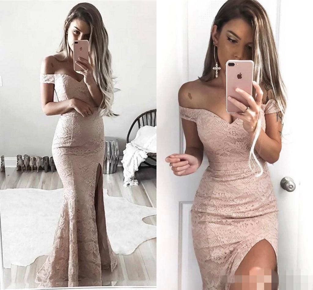 Dusty Pink Lace Mermaid Prom Dresses Elegante al largo della spalla Fessura sul davanti Capped Sleeves Piano Lunghezza Abito da sera lungo Abbigliamento formale Occasioni