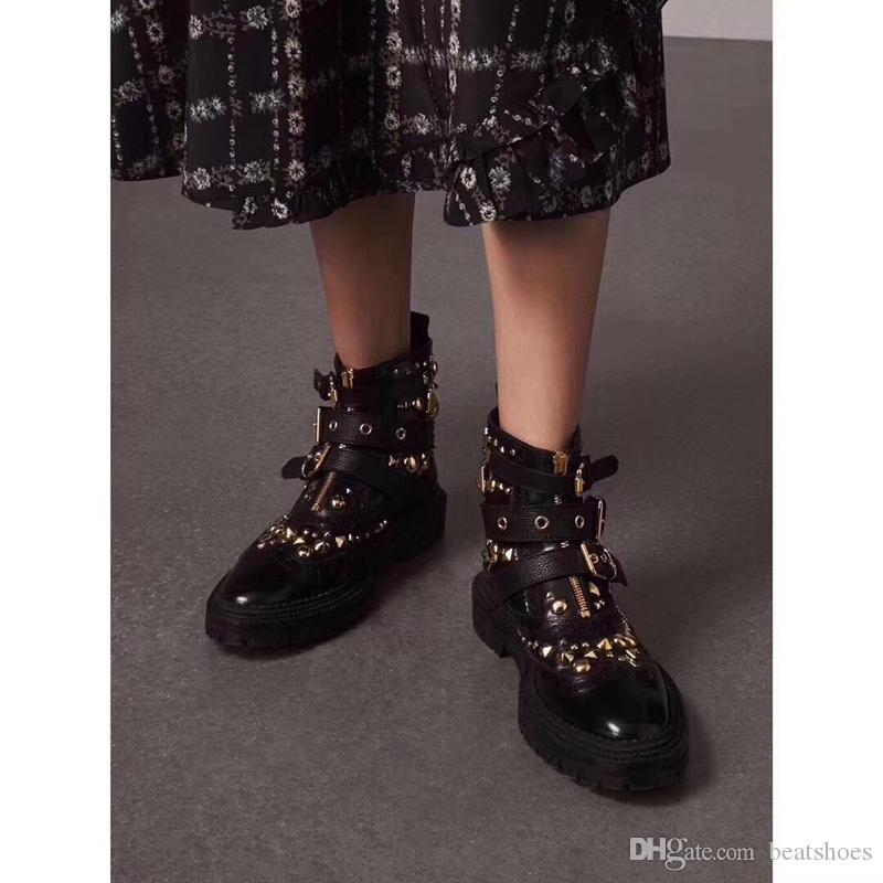 2019 Moda Kadınlar metal Spike Tasarımcı Ayakkabı Ayak Bileği Martin Çizmeler Kare Düz Platformu Şövalye Motosiklet hakiki Deri Çizmeler Boyutu 35-41
