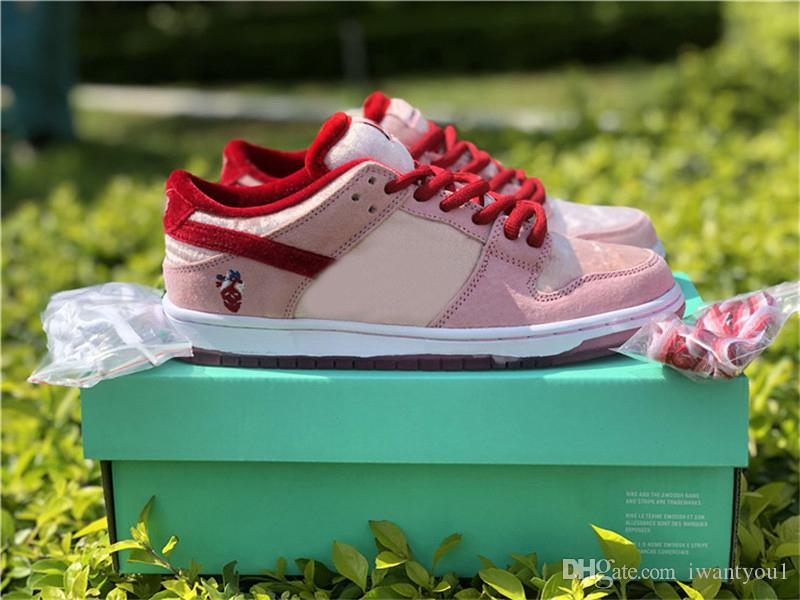 Meilleur authentique Strangelove SB Dunk Low Saint Valentin Chaussures de course Hommes Femmes brillant Melon Rouge Gym Med Sport Soft Pink Sneakers CT2552-800