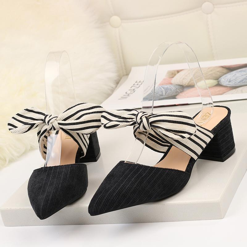 Sandálias das mulheres New Arrivals 2020 Chunky Heel Pointed Borboleta-não Listrado Lady sandálias de verão
