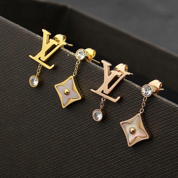 Venta caliente Moda Señora Titanio borlas de acero Diamante rosado Ágata Flor de cuatro hojas y letra V 18k Chapado en oro Pendientes colgantes 3 colores