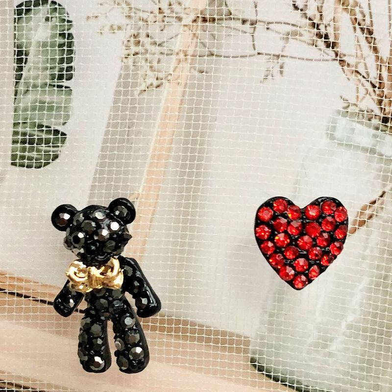 925 바늘 비대칭 곰 사랑 귀걸이 여성의 기질 한국어 개성 만화 빨간색 귀걸이 CUTE
