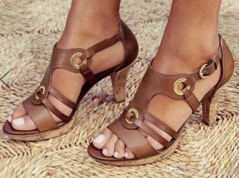 Uomini Designer Shoes Sandali Fibbia Alto tacco pompe signore vestito in pelle verniciata singoli pattini 5 colori con la scatola US12