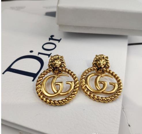 Europäische und amerikanische Art und Weise individuelle Bolzen Messing Löwe - headed Buchstaben mit Ohrringe gut gehen