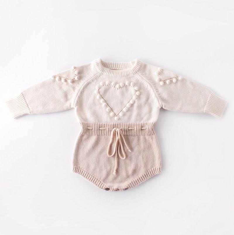 Bambino vestiti lavorati a maglia del cuore della neonata del pagliaccetto Pompon infantile delle ragazze Maglione Designer Newborn tuta Autunno Inverno Abbigliamento bambino DW4652