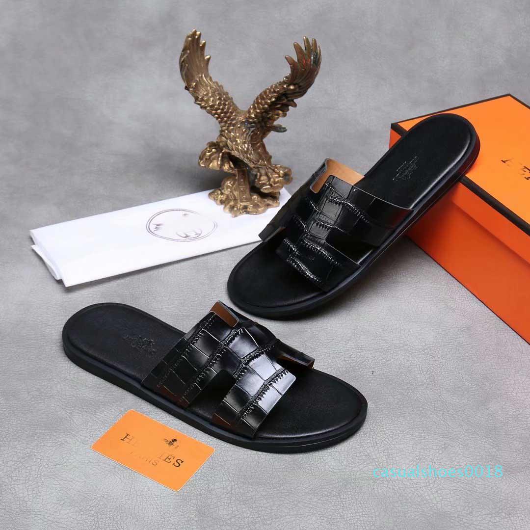 2019 Nouveau Designer De Mode Chaussures diapositives D'été Plage intérieure plat G sandales pantoufles maison Flip Flops avec pic sandale avec la boîte c18