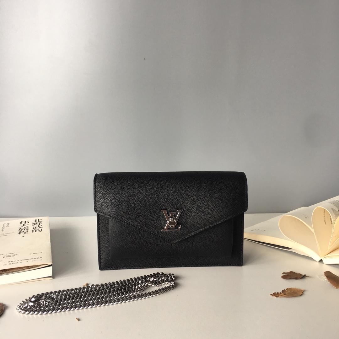 여성 가방 2019 새로운 단색 절묘한 작은 기질 여성용 핸드백 추세 거리 촬영 필수 메이크업 가방 size19 * 12.7 * 3cm