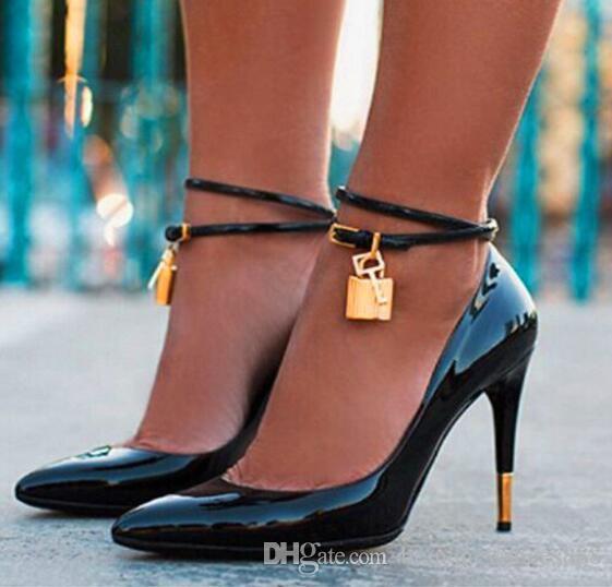 Neue Europäische Amerikanische Mode Spitzen High Heels Sexy Schuhe für Frauen Metall Dekorative Anhänger Flache Frauen Pumpt