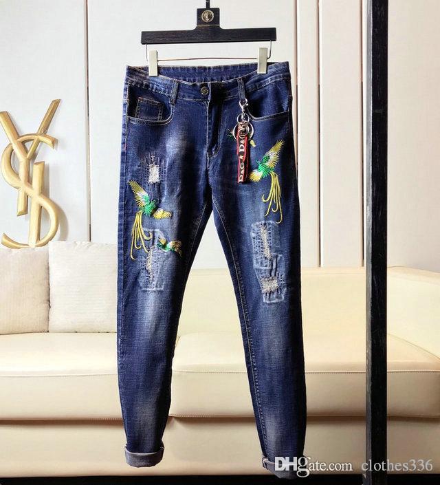 2020 Vogue mens jeans skinny Primavera New Deep Blue Skinny Calças Designer Buraco calças jeans preto dos homens do desenhista